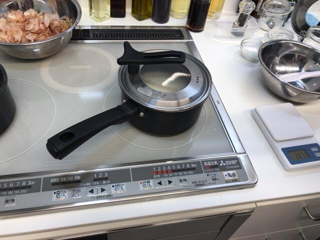 お鍋でお米を炊く
